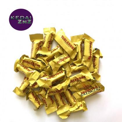 Chocolate TOBLERONE Swiss Milk Chocolate with Honey & Almond Nougat Bag 200g Coklat